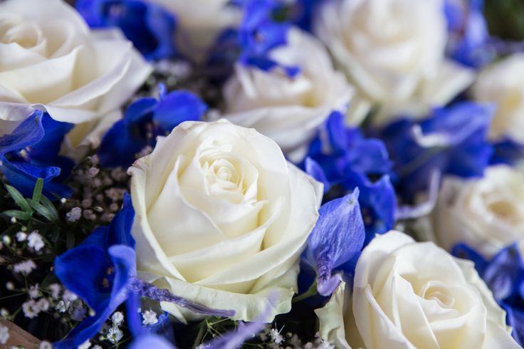 Das knallt: Hochzeitsdeko in blau und weiß http://www.festefeiern.by/