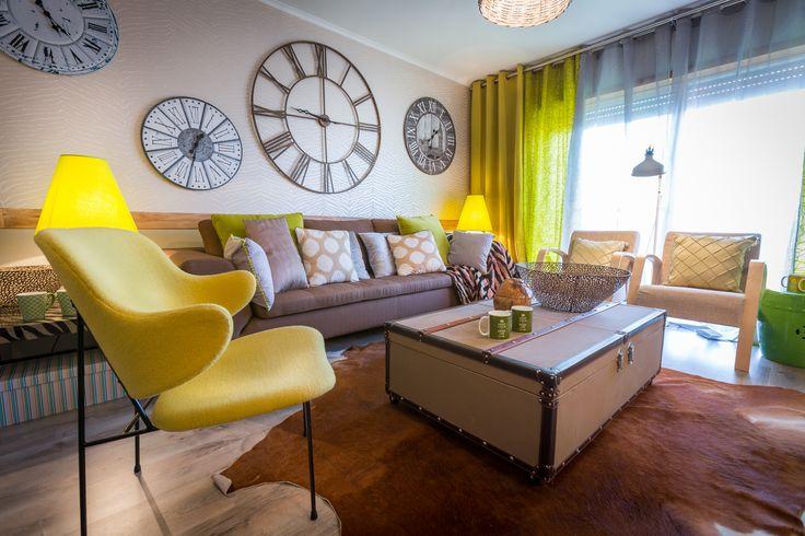 Paulo Piteira | Sala de Estar | Living Room | Suitcase Coffe Table | Trunk Decor | Clock Wall | Animal Skin Rug | Yellow Chair | Home | Interior | Design