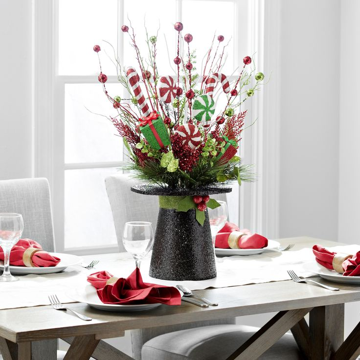 Christmas dinner is festive and fun with this sparkling, top hat centerpiece. It's a simple way to spark Christmas spirit and make every guest feel like a kid again.