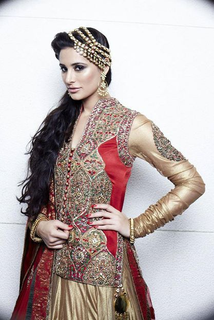 Nargis Fakhri's makeup by Ambika Pillai , find her Salon in Delhi NCR