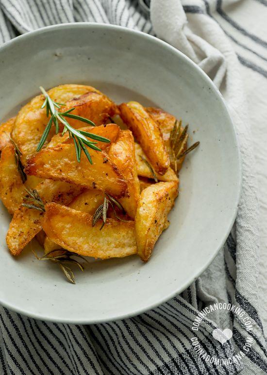 Receta Papas 'Fritas' al Horno: Estas deliciosas y crujientes papas son mucho más saludables que las papas fritas tradicionales y con muchísimo más sabor.