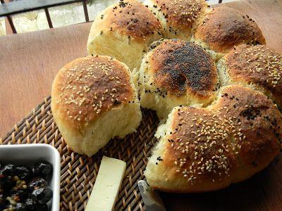 visnap.blogspot.com.  Merhabalar.  Öğleden sonraydı aklıma düştü çiçek ekmek yapmak.İyi ki yapmışım nasıl güzel oldu nasıl kabardı nasıl na...