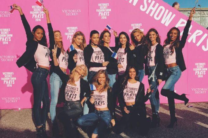 Modelos chegam a Paris para o desfile Victoria's Secret 2016