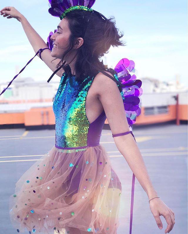 Já chegou o carnaval na @adorofarm e fiz uma matéria lá no Vida de Amora contando um pouco sobre essa coleção com muitas fotos, cor e brilho para inspirar nessa época do ano tão esperada ✨ #carnaval #tonoadorofarm 📸: @ana_luizams