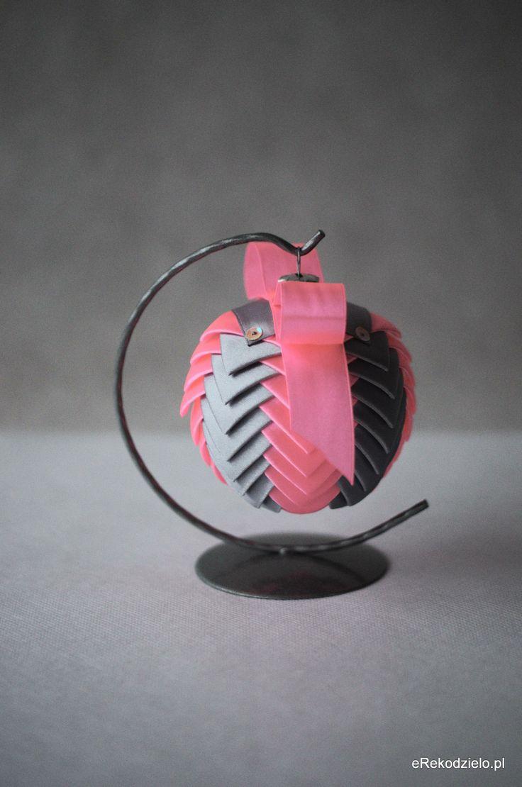 Bombka srebro i jaskrawy róż - B-005