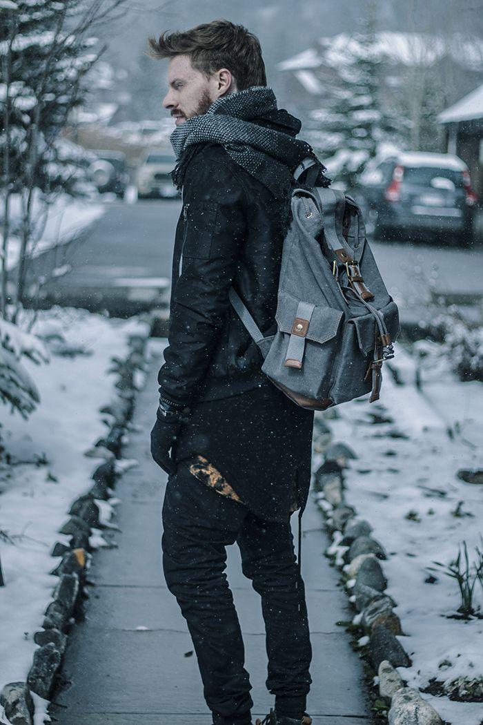 Cachecol Masculino, All Black. Macho Moda - Blog de Moda Masculina: Editorial Macho Moda #11 - COLORADO, ESTADOS UNIDOS. Moda Masculina, Moda para Homens, Roupa de Homem, Roupa de Inverno Masculina, Cachecol Cinza, Jaqueta Bomber Preta Masculina, Moletom Longline com Capuz, Calça Jogger Preta Masculina.Mochila Backpack Cinza. Coloral, Leonardo Leal, Colorado, Vail