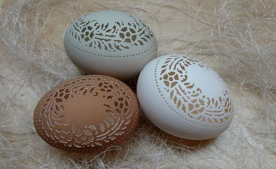 Hand Carved Victorian Lace Chicken Egg by theNestatWindyCorner $30.00 See also the video of the carving. Amazing, beautiful delicate work.