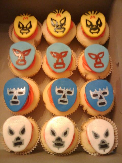 lucha libre cupcakes