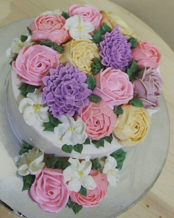 Flowery buttercream cake
