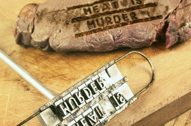 Avez-vous déjà imaginé votre nom marqué sur une bonne pièce de viande ? Ce fer à marquer les grillades laisse place à votre imagination.