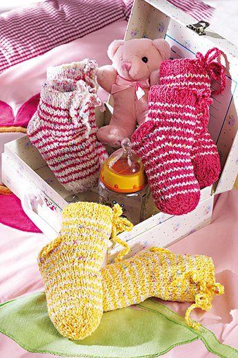 Babysocken stricken: Bunte Babysocken: Stricken Sie diese niedlichen Ringelsöckchen für Ihr Baby oder Enkelkind in gelb, pink oder weiß meliert - wir von familie.de zeigen Ihnen wie's geht... © Christophorus Verlag