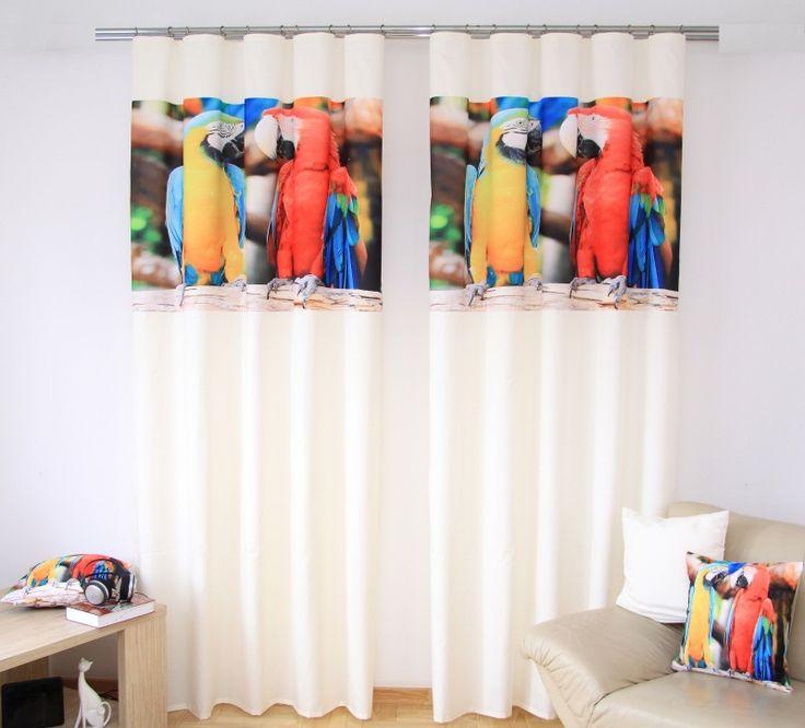 Záves na okno biely s papagájmi