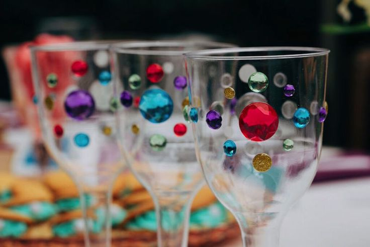 Thanks to HP® for sponsoring this article. Inspired by the sapphire gem on Jasmine's headband, these goblets are a fun and easy-to-do craft for guests to create at your Disney Princess party.