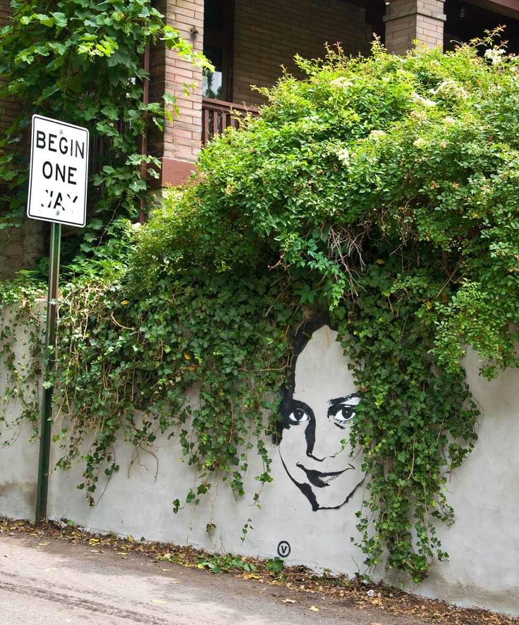 VINCHEN . Street artist in Columbus, Ohio.