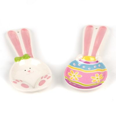 No bunny's kitchen will look as festive as yours will with this Easter Bunny Spoon Rest! The long ears on this rest will help keep your kitchen tidy and bright. #kirklands #BunnyLove