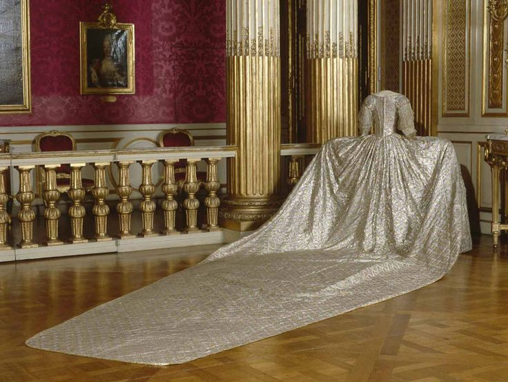 16/05/1770, Marie Antoinette married the Dauphin Louis at the chapel in Versailles. The wedding dress.