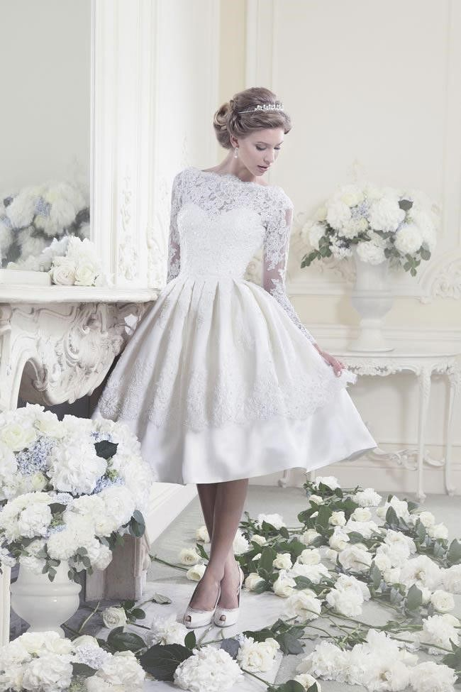 i absolutely love this dress. Source: 10 Quirky, Vintage Tea-Length Wedding Dresses