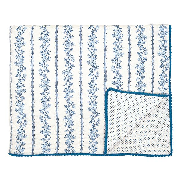 Traumhaft schön ist diese hochwertige Steppdecke von Greengate. Die große Decke eignet sich prima als Überwurf fürs Bett, als Kuscheldecke fürs Sofa oder auch als Krabbeldecke für die ganz Kleinen. Praktisch: In der Waschmaschine waschbar. Die Decke finden Sie bei uns in verschiedenen Farben und den typischen Greengate Mustern.