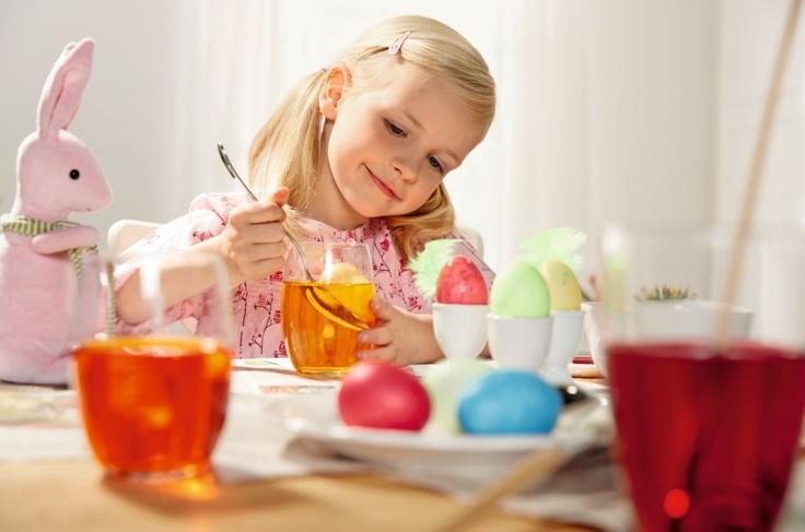 Zdobienie jajek – największa świąteczna atrakcja dla najmłodszych. Farby do jajek by Lidl.
