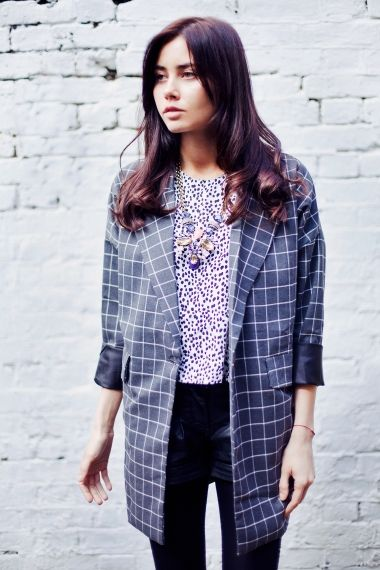 An easy to wear charcoal grey boyfriend fit blazer. Made from a lightweight material whic