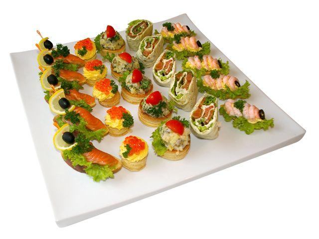1050(канапе с малосоленым лососем, волованы с лососевой икрой, буше с селедочным салатом, лаваш с копченым лососем, лодочки с креветками)