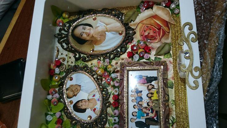 Caixa de Recordação em scrapbook com fotos