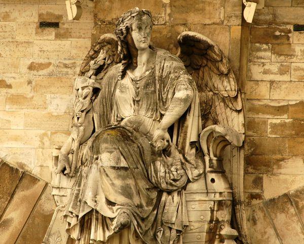 Statue allégorique La victoire terrestre en amont. 1854