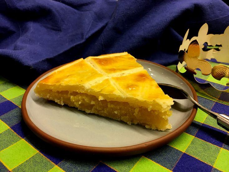 Le 6 janvier, on fête l'Épiphanie. Vous cherchez une recette de galette des rois sans gluten ?! Vous tombez à pic, en voici une super simple !