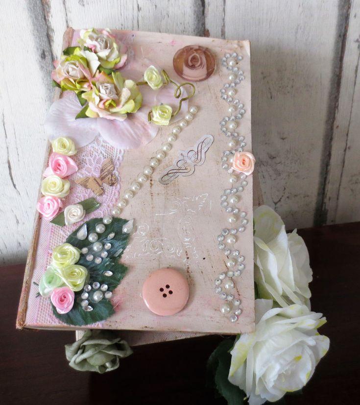 Boek stapel cottage shabby chic romantisch verouderd bloemen kant huis decor door DDDesignCrafts op Etsy
