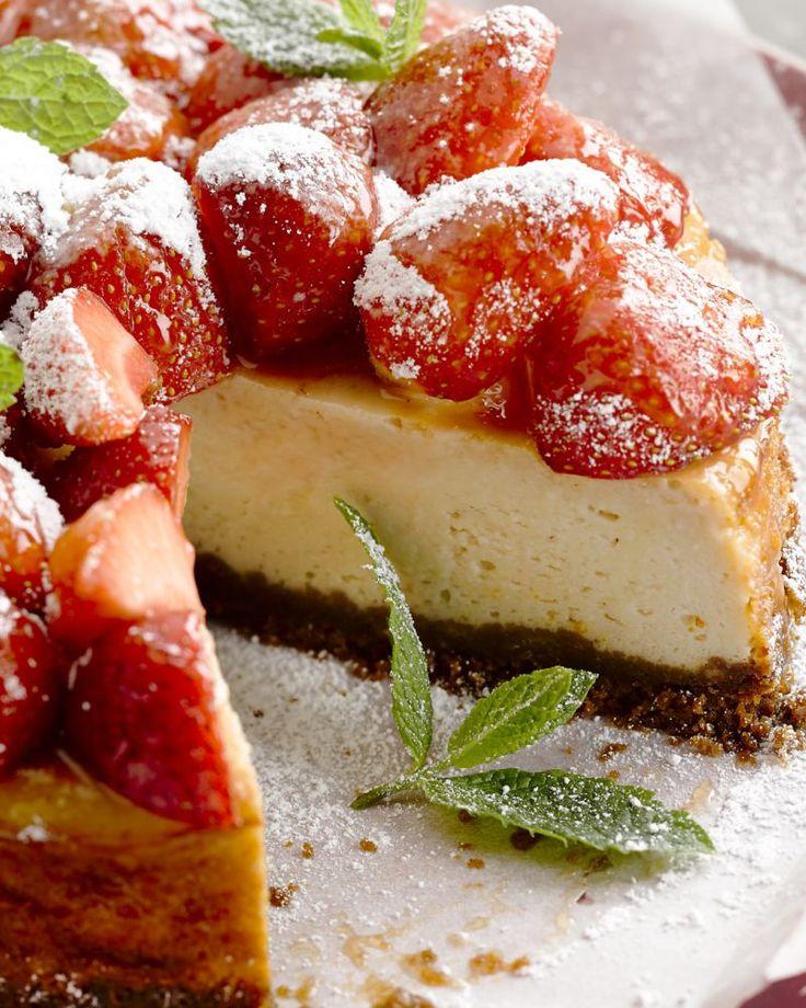 Een heerlijk frisse kaastaart met verse aardbeien. Overheerlijk!
