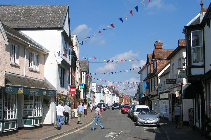 Independent shops and cafes line the high street at Topsham | South Devon | England
