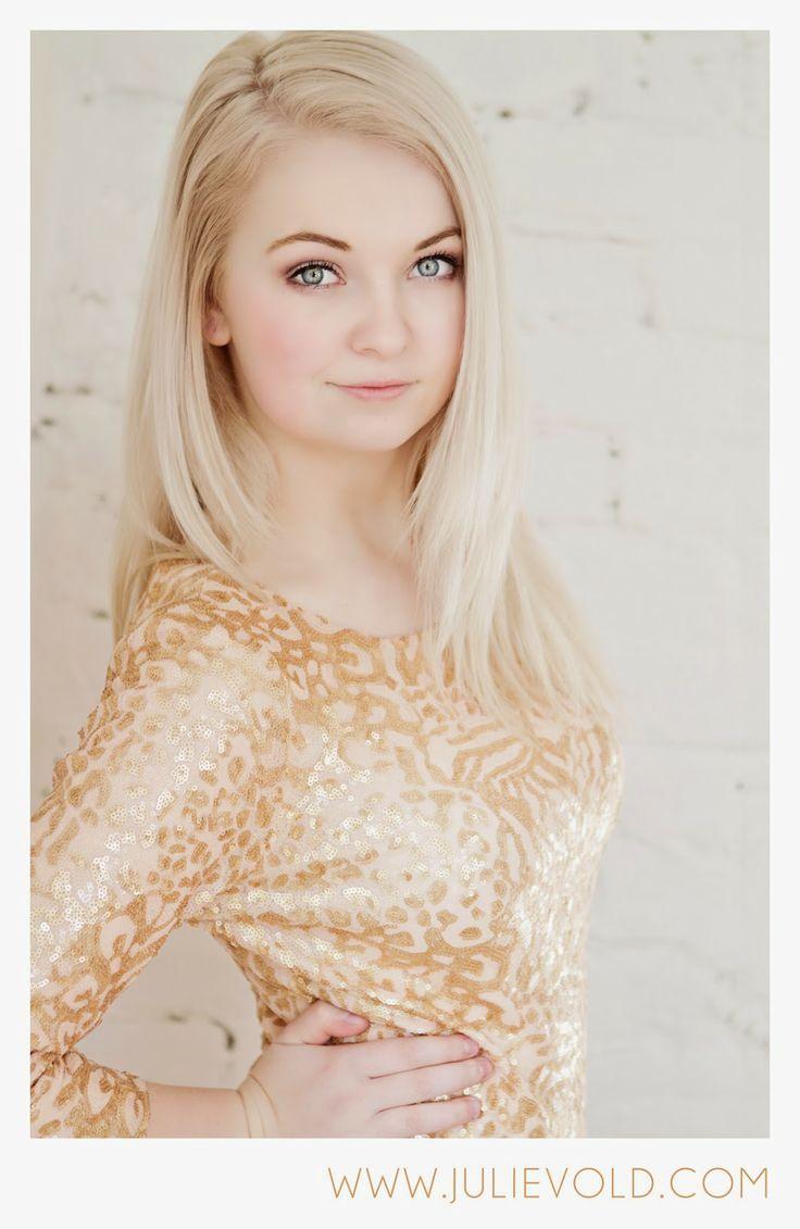 Senior portrait gold glitter dress. Villa14: Da er årets konfirmasjonsfotografering i gang! // Rogaland Fotograf
