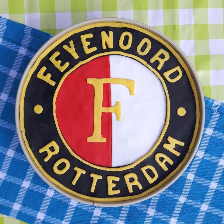 Feyenoord taart met kwark en fondant - Feyenoord (Dutch footballclub) pie with cottage cheese and fondant - Het keukentje van Syts