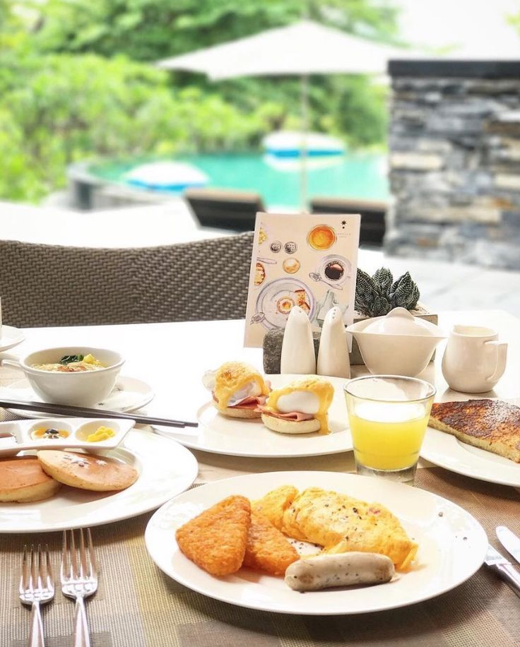 Breakfast goals!  I'm planning a staycation tomorrow!  See you at The Knolls!  Picture: @kosyeats  #Breakfast #Dining #GoodMorning #Singapore #Singapore #Resort