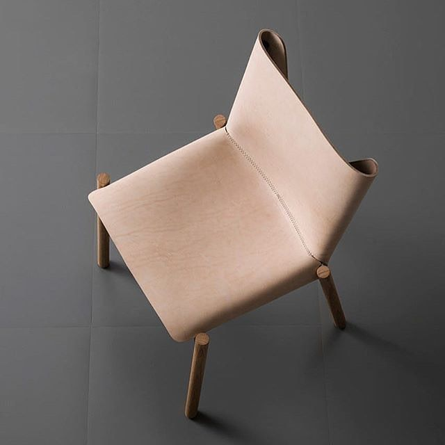 We may have just died and gone to chair heaven...honestly I don't think I've ever come across a more stunning chair :scream: this gem is called 1085 and is from Italian designer Studio Bartoli. It uses natural leather which will age, changing colour over