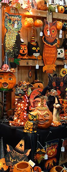Love vintage Halloween decorations!!