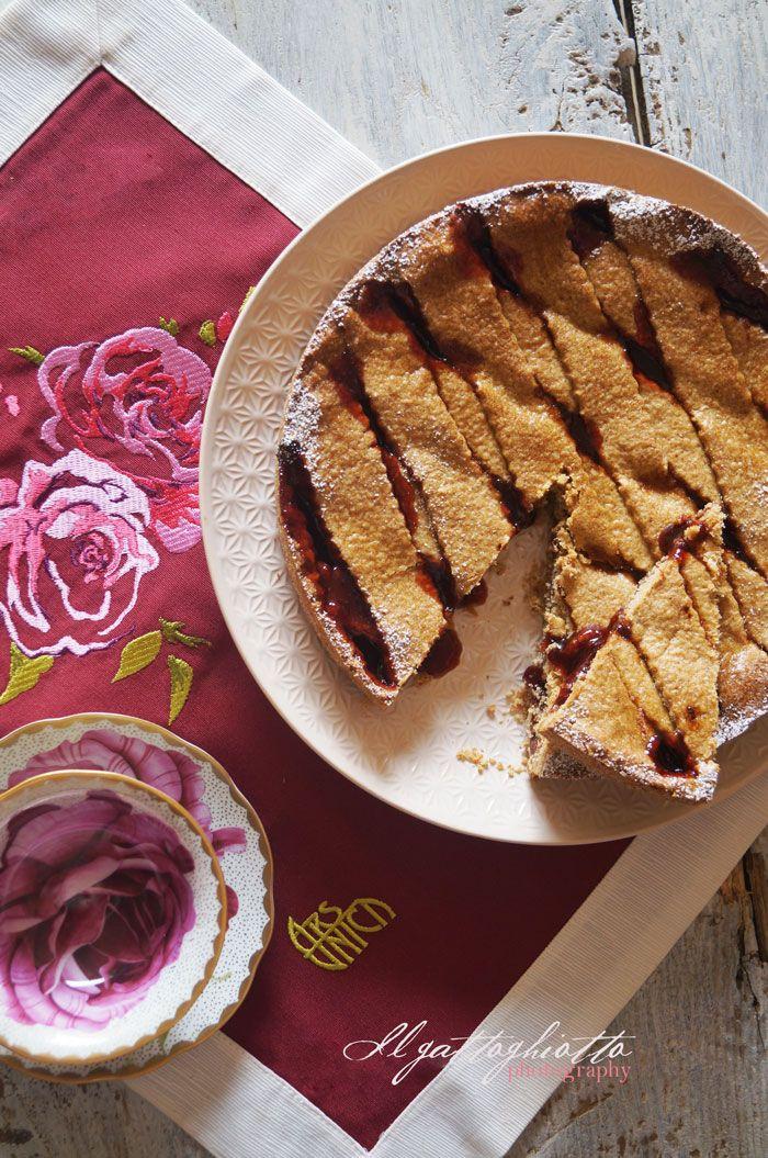 il gattoghiotto: Crostata con farina di grano saraceno alle 5 spezie e confettura di ribes (gluten free)