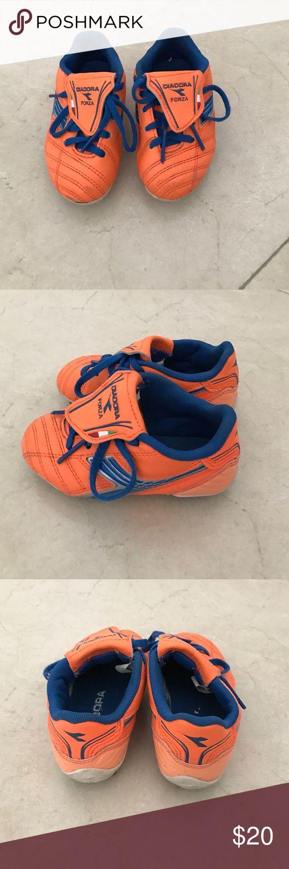 Diadora unisex orange/blue soccer shoes 8.5 Diadora forza unisex orange/blue soccer shoes 8.5 toddler. In great condition!! Diadora Shoes Sneakers