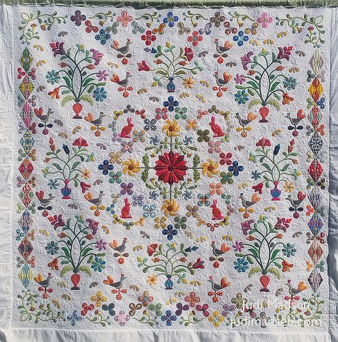 Okay, so I am thrilled to finally share with you the final results of this beautiful quilt, Harriot. This is another masterpiece by Sue Cody and appliqued to perfection by Beth, you have seen some of