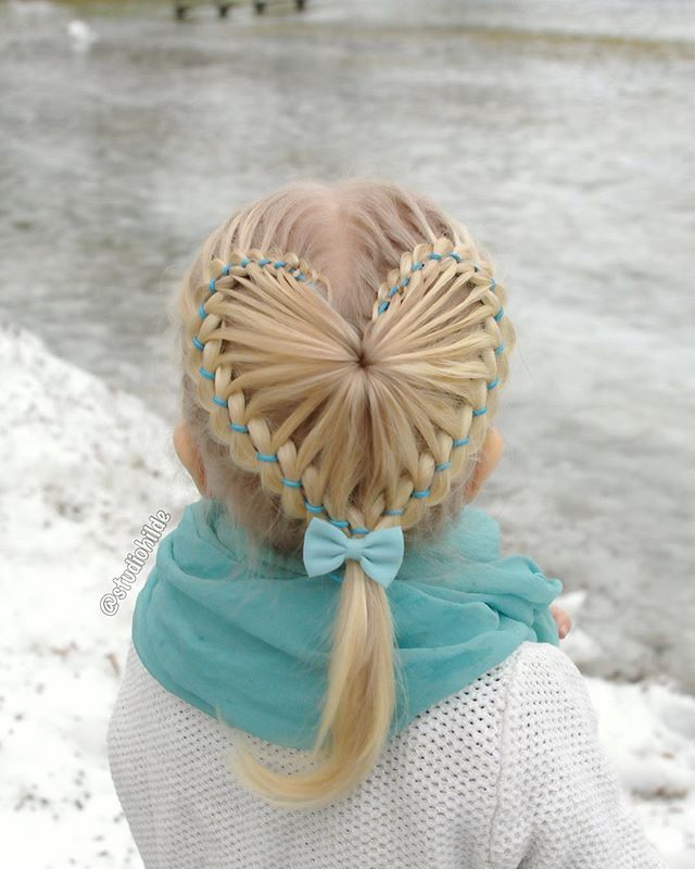 A big picture of the heart shaped starburst braid I used in my collage earlier…