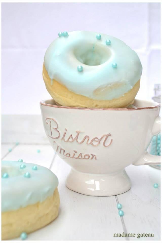 Una versione leggera, cotta in forno, ultra soffice delle deliziose ciambelle americane di Homer Simposon ... I mitici Donuts, la ricetta di Madame Gateau