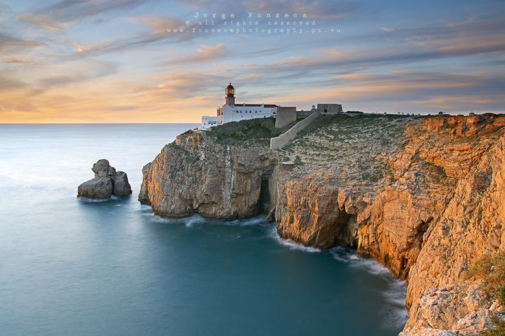 The Cape St. Vincent is a cable located in the extreme southwest of mainland Portugal, in the village of Sagres, the Vila do Bispo, Algarve, Portugal