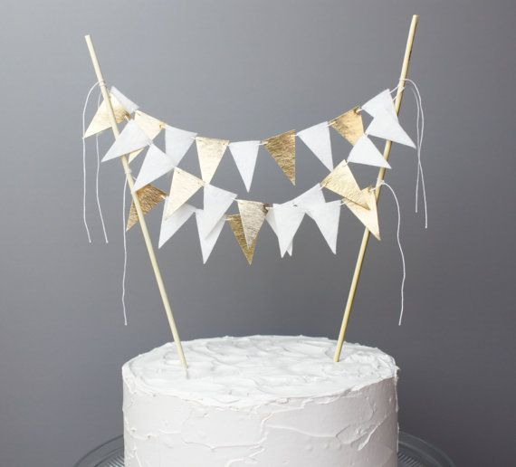 Cake With Gold Decoration : Best 20+ Golden Anniversary Cake ideas on Pinterest 50th ...