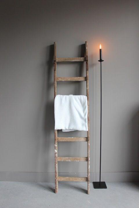 Oude houten ladder verkrijgbaar bij www.royalzkootwijkerbroek.nl