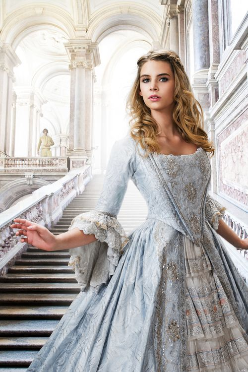 It looks very beautiful and it is perfect for the dress Gwenethy is wearing in the palast...