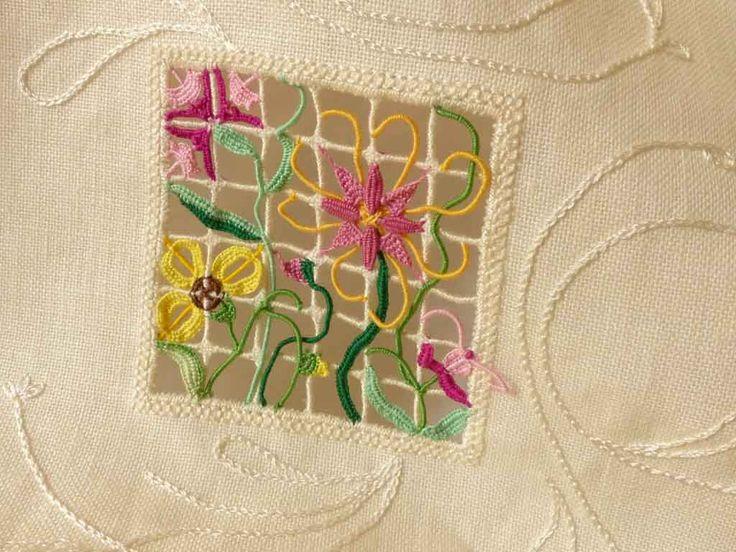 My contribution in reticello embroidery to Giuliana Buonpadre's newest book. Ma contribution en reticello au nouveau livre de Giuliana Buonpadre.