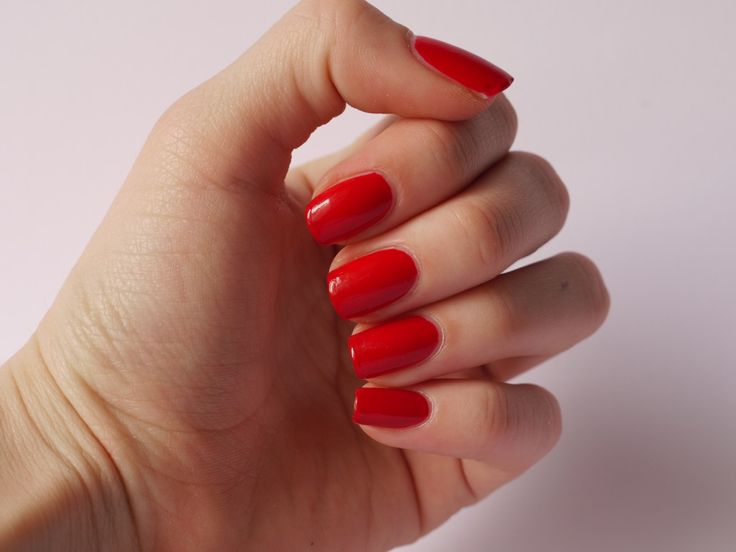 RED NAILS (2)
