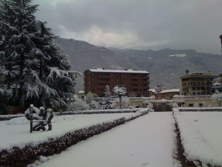 Il viale d'ingresso nel #parco con la #neve #termediboario #terme #wellness #spa