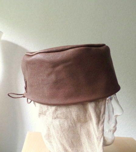 Mittelalter-Reenactment-Gewandung-Pillbox-Lederhut-braun-Kopfbedeckung-Kappe