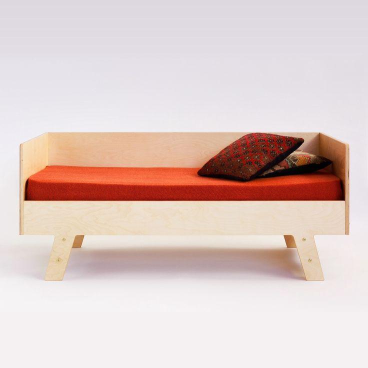 Modl. Kids bed. Plywood.